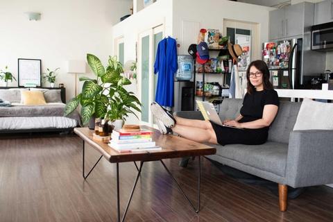 Ra sức tiết kiệm, giới trẻ Mỹ thuê từ quần áo đến ga giường