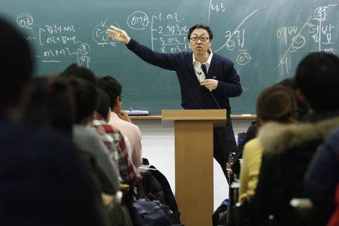 'Ám ảnh' với việc bị sa thải, người trẻ Hàn chỉ cần công việc nhàn hạ