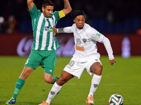 Cau thu Raja Casablanca phat cuong vi Ronaldinho hinh anh