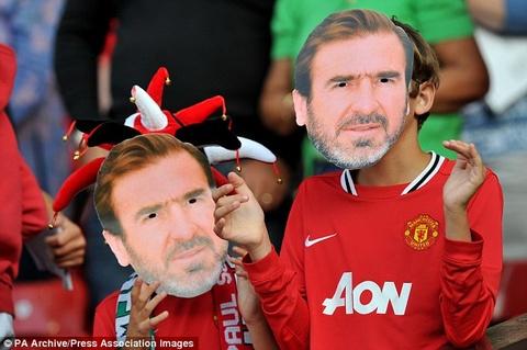 Eric Cantona lai ham nong tran chien M.U - Crystal Palace hinh anh