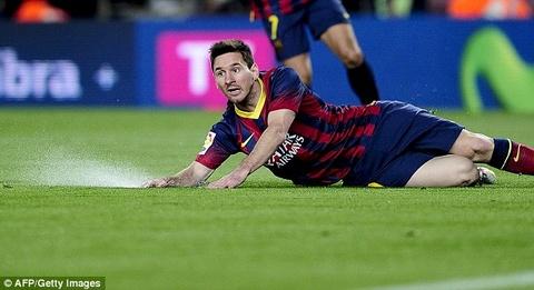 FIFA tam xoa an, Barca duoc phep mua ban cau thu hinh anh