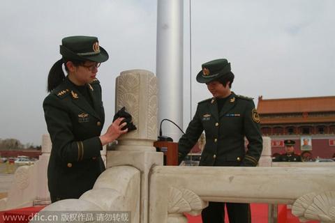 Canh tuong binh si Trung Quoc lam sach Thien An Mon hinh anh