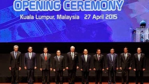 ASEAN len an Trung Quoc xay dao trai phep hinh anh