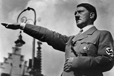 Cac y tuong hai huoc de am hai trum phat xit Adolf Hitler hinh anh