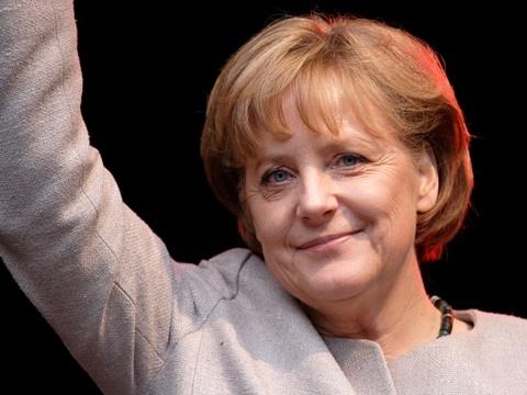 Cuoc doi cua nguoi dan ba thep Angela Merkel hinh anh 10 Năm 2013, bà giành ghế thủ tướng Đức lần thứ ba sau hai nhiệm kỳ trước đó. Tháng 8 năm nay, bà được cho là sẽ tiếp tục tranh cử lần thứ 4. Nếu tiếp tục tại vị đến năm 2017, bà sẽ là lãnh đạo lâu năm nhất tại châu Âu. Ảnh: