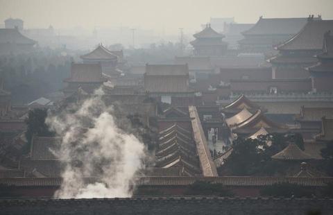 Bac Kinh chim trong suong mu ngay bao dong do o nhiem hinh anh 3 Tử Cấm Thành trong ngày cảnh báo khói mù ô nhiễm. Ảnh: AFP