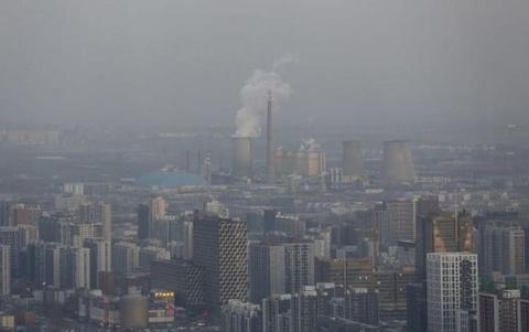 Bac Kinh chim trong suong mu ngay bao dong do o nhiem hinh anh 9 Trước đó, Bắc Kinh lần đầu tiên phát cảnh báo đỏ về ô nhiễm không khí hôm 7/12. Sau Bắc Kinh, nhiều thành phố khác của Trung Quốc như Thượng Hải, Định Châu và Tân Tập cũng đã cảnh báo khói mù nghiêm trọng gây ảnh hưởng tới sức khỏe người dân.