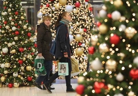 Sac vang, trang, do tran ngap the gioi dip Giang sinh hinh anh 8 Ở Đức, các cửa hàng thường đóng cửa vào chủ nhật, nhưng chính quyền vẫn cho phép một số cửa hàng bán lẻ mở cửa, đặc biệt trong những tuần trước Giáng sinh để phục vụ nhu cầu mua sắm quà tặng của người dân. Ảnh: Getty