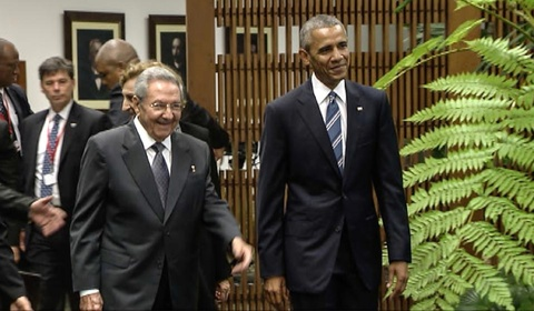 Obama gap chu tich Cuba trong chuyen tham lich su hinh anh