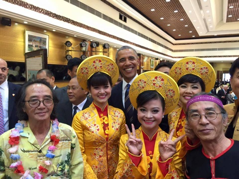 Mot ngay ban ron cua Tong thong Obama o Ha Noi hinh anh 13