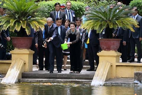 Mot ngay ban ron cua Tong thong Obama o Ha Noi hinh anh 8
