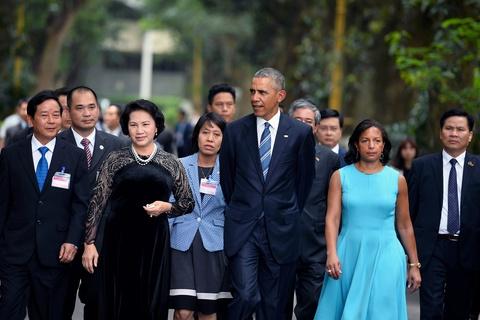 Mot ngay ban ron cua Tong thong Obama o Ha Noi hinh anh 7