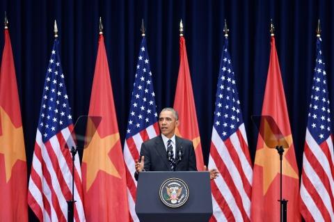 Chan dung nguoi phien dich cua Obama tai Viet Nam hinh anh 7