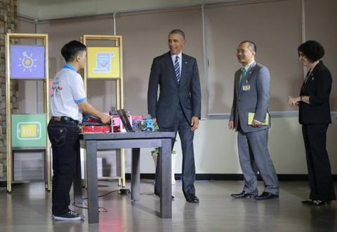 Chan dung nguoi phien dich cua Obama tai Viet Nam hinh anh 5