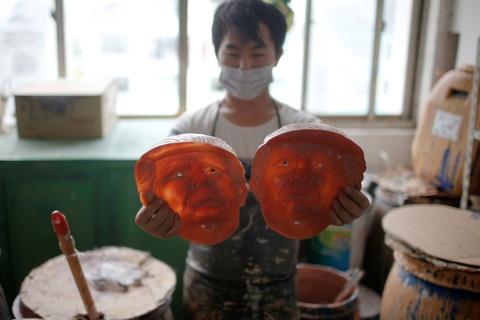 Nha may Trung Quoc lam mat na Trump an theo bau cu My hinh anh 6