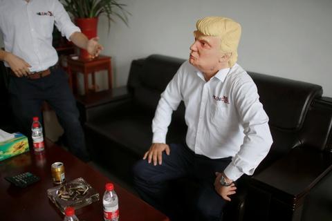 Nha may Trung Quoc lam mat na Trump an theo bau cu My hinh anh 5