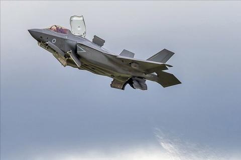 Tiem kich F-35 tro tai nhao lon tai Farnborough Airshow hinh anh