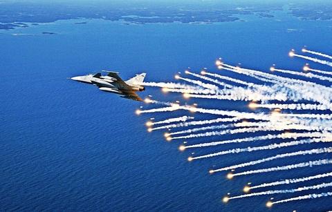 Indonesia tang cuong suc manh bang tiem kich JAS-39 hinh anh
