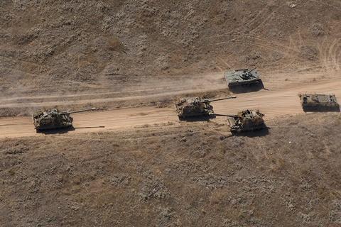 Quan doi Nga khoe vu khi hang nang o tap tran Kavkaz 2016 hinh anh 1