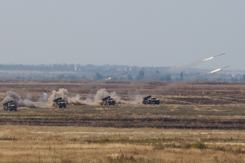 Quan doi Nga khoe vu khi hang nang o tap tran Kavkaz 2016 hinh anh 3