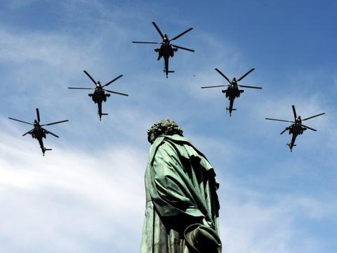 Nhung vu khi Nga khien NATO de chung hinh anh 10