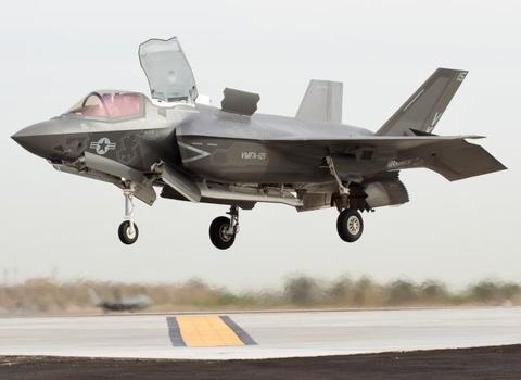 F-35B trinh dien ky nang cat canh thang dung hinh anh