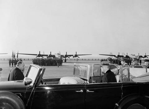 May bay B-24: Ke giai phong chau Au den tu My hinh anh 6