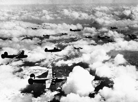 May bay B-24: Ke giai phong chau Au den tu My hinh anh 12