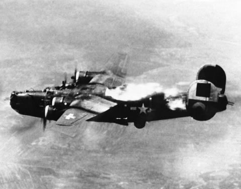 May bay B-24: Ke giai phong chau Au den tu My hinh anh 14