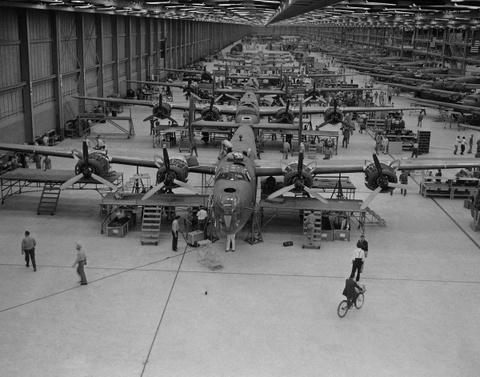 May bay B-24: Ke giai phong chau Au den tu My hinh anh 2