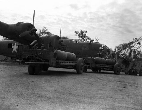 May bay B-24: Ke giai phong chau Au den tu My hinh anh 5