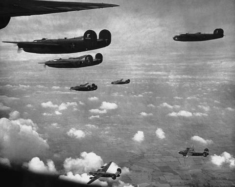 May bay B-24: Ke giai phong chau Au den tu My hinh anh 8