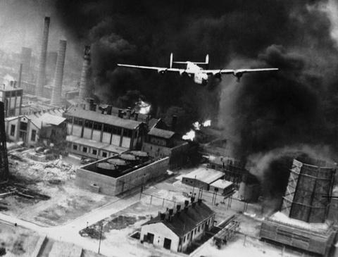 May bay B-24: Ke giai phong chau Au den tu My hinh anh 9