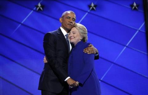 Obama om ba Clinton o dai hoi dang Dan chu lot top anh tuan hinh anh 1