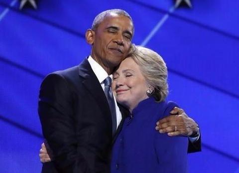 Obama om ba Clinton o dai hoi dang Dan chu lot top anh tuan hinh anh
