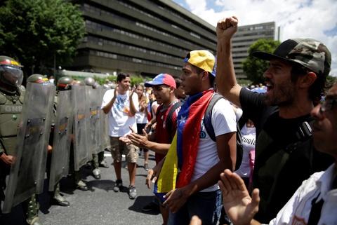 Bien nguoi bieu tinh dong nhu hoi o Venezuela hinh anh 7