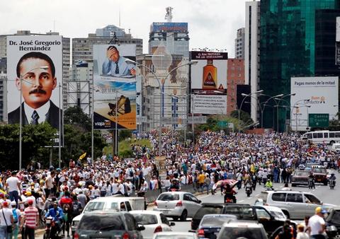 Bien nguoi bieu tinh dong nhu hoi o Venezuela hinh anh 8