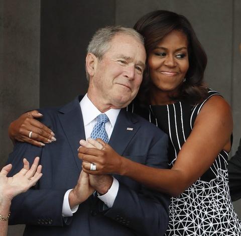 Tinh ban dac biet cua Michelle Obama va cuu tong thong Bush hinh anh 9