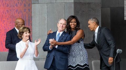 Tinh ban dac biet cua Michelle Obama va cuu tong thong Bush hinh anh 8