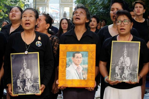 Thai Lan ngay dau vang vua Bhumibol Adulyadej hinh anh