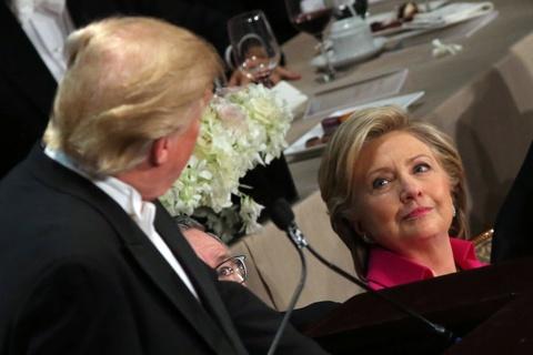 An toi cung nhau, Trump lai gay chien voi Clinton hinh anh