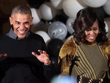 Vo chong Obama nhay dieu 'xac song' trong le Halloween hinh anh