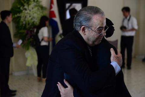 Bi thu Dinh La Thang vieng lanh tu Fidel Castro hinh anh 5