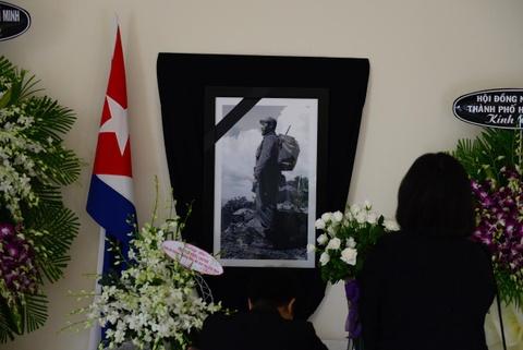 Bi thu Dinh La Thang vieng lanh tu Fidel Castro hinh anh 6