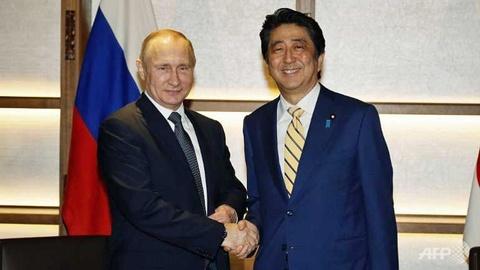 Putin, Abe ky vong hiep uoc hoa binh sau The chien II hinh anh