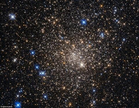 Nhin sau vao vu tru qua kinh vien vong Hubble hinh anh