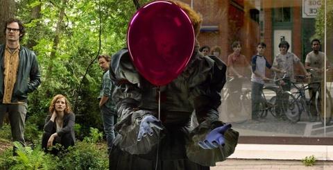 'IT: Chapter 2' tung trailer dam mau, hua hen muc do kinh di gia tang hinh anh 3
