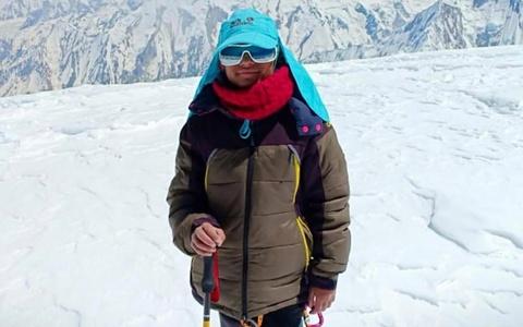 Nu sinh 10 tuoi lap ky luc the gioi ve leo nui, muon len dinh Everest hinh anh