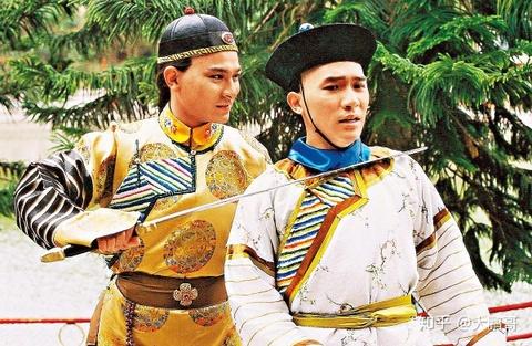 Luong Trieu Vy va cac dien vien hoa than thanh Vi Tieu Bao hinh anh 2