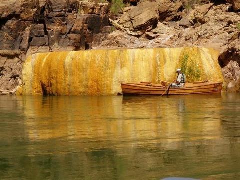 Ho bi ngo tuyet dep trong hem nui Grand Canyon hinh anh